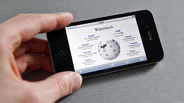 Wikipedia compie 18 anni