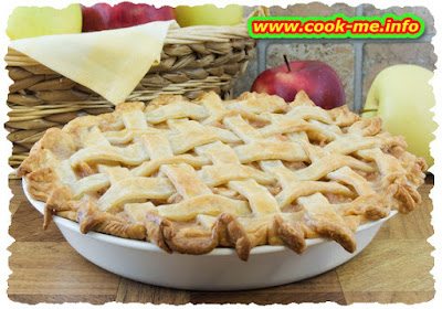 Apple pie in baskets