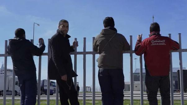 Απελπιστική κατάσταση στο λιμάνι της Πάτρας με τους μετανάστες