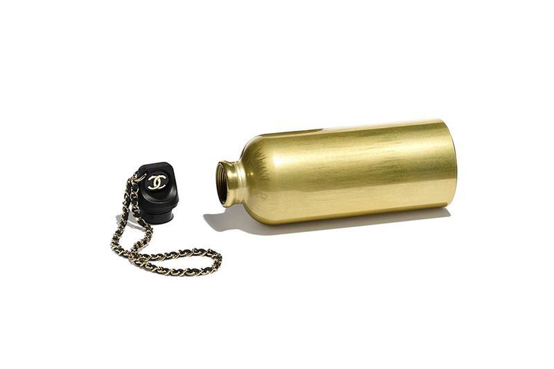 이미지에 대체텍스트 속성이 없습니다; 파일명은 https___hypebeast.com_wp-content_blogs.dir_6_files_2019_11_chanel-flask-logo-bottle-bag-gold-1.jpg 입니다.