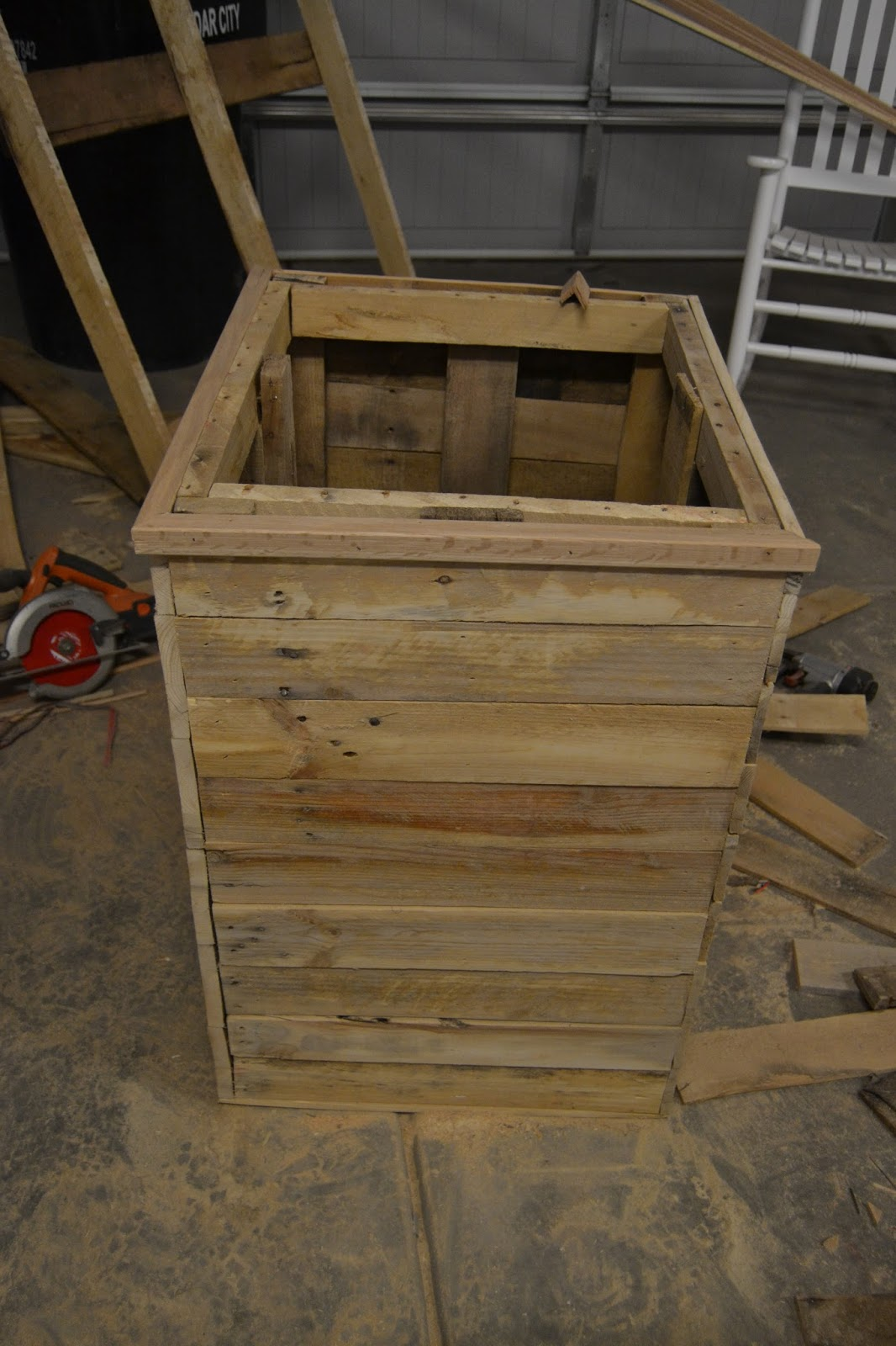 Diy Planter Box From Pallets Diy Massive Planter Boxes Made From Pallets Lou Lou Girls