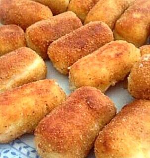 Krokiety ziemniaczan z gotowanych ziemniaków, można wykorzystać nawet z dnia poprzedniego z pyszną serową niespodzianką