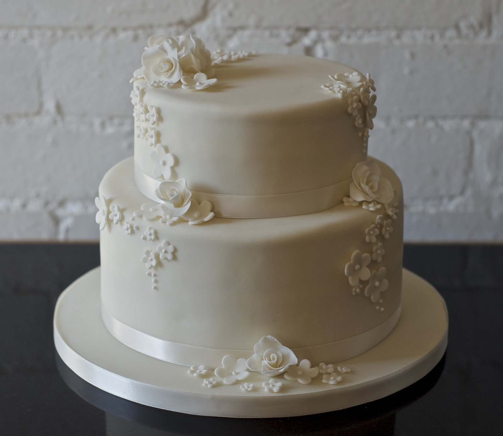 pictures of two tier wedding cakes real and blossom 2 tier wedding cake 18449