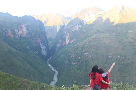 Sông Nho Quế dưới chân đèo Mã Pí Lèng