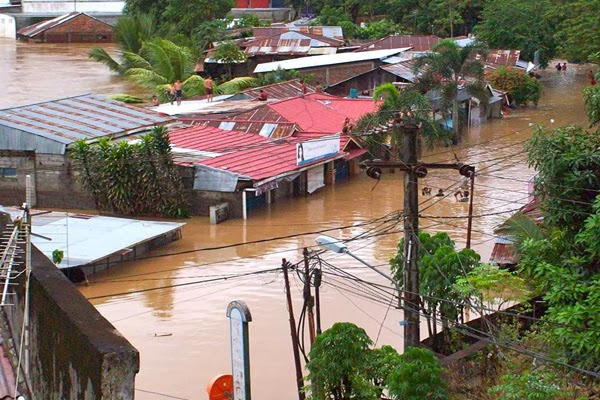 Flooding in Manado  all about photo