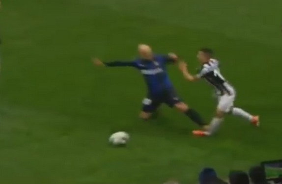 Inter Milan player Esteban Cambiasso gets sent off for this horrendous tackle on Sebastian Giovinco