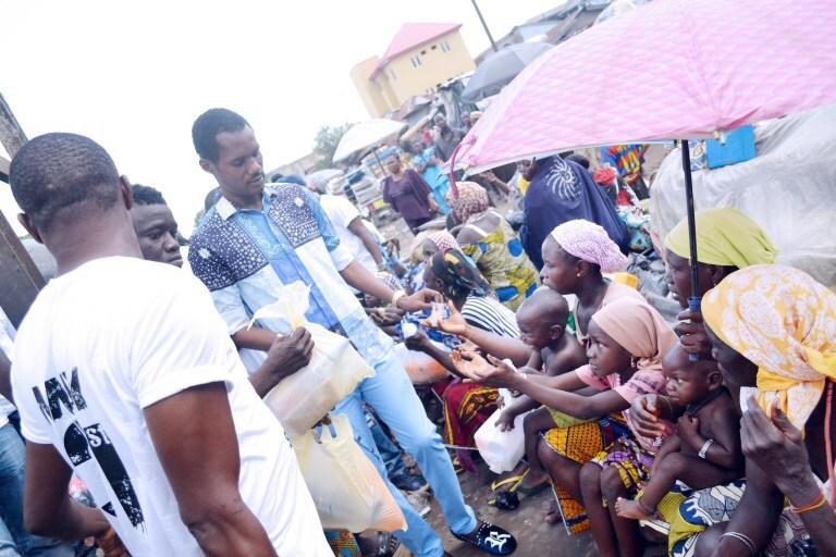 seun egbegbe gives beggars ikeja lagos