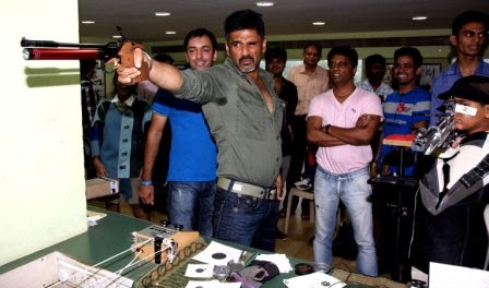 Suniel Shetty getting trained from Prithipal Singh Bedi for his film Desi Kattey