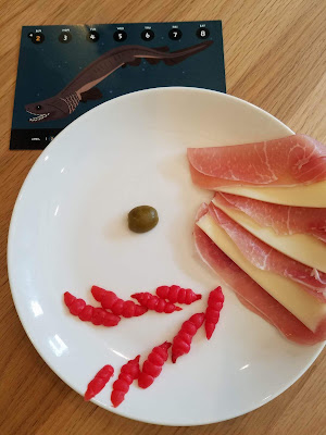 有麒堂ラブカ皿が焼けるまで、カプレーゼ他具材待機中 歯はマスターの案でフジッリパスタからチョロギへ 生ハムもトマトへ変わる