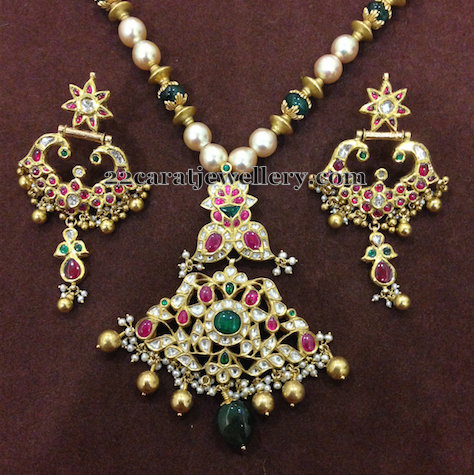Kundan Chanbali Locket nd Earrings