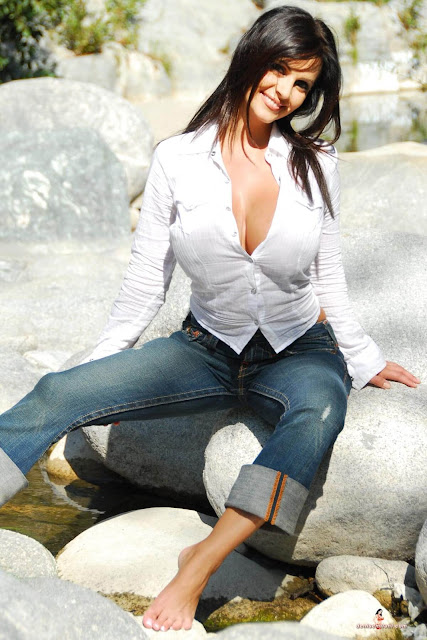 hot-sexy-Denise-Milani-Bear-Creek-picture-17