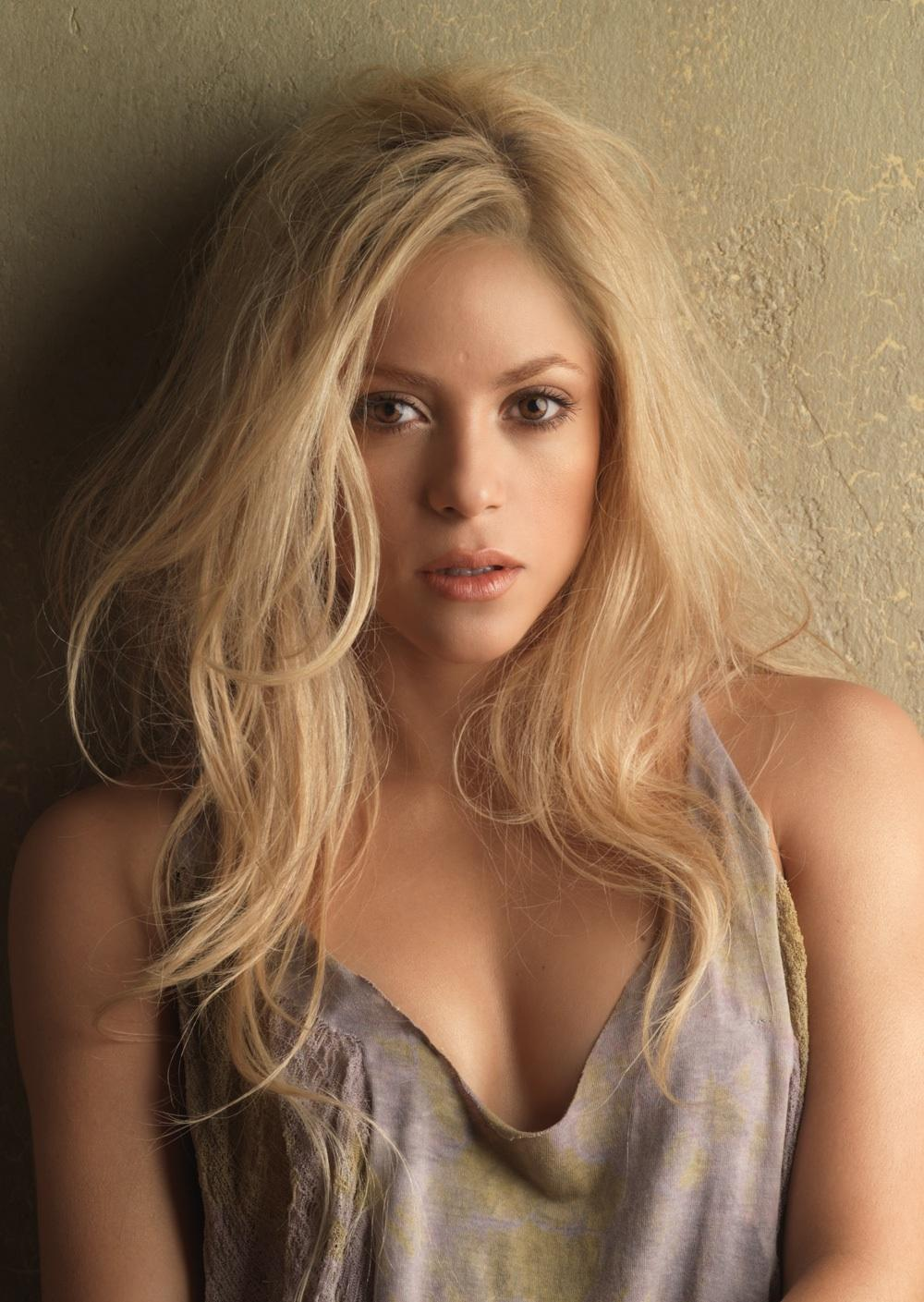 shakira is hotShakira