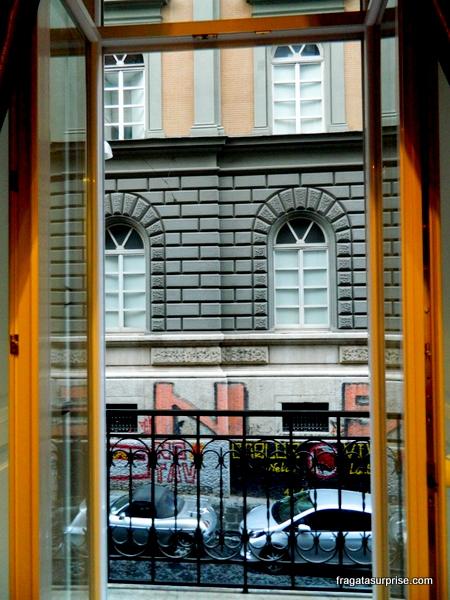 Hospedagem em Nápoles - balcão do apartamento do hostel M99 Design Rooms