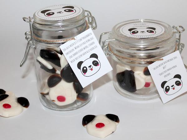 Selbstgemachte Geschenke sind doch die Schönsten! DIY Geschenke aus dem Glas Pandabären {mit gratis Printable}
