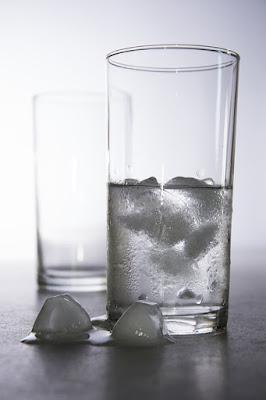 Bahaya Minum Air Es Saat Berbuka Puasa