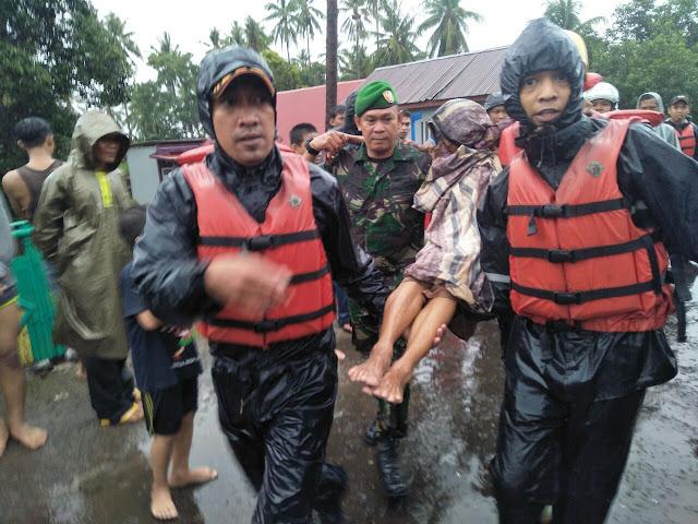 Kodim 1423 Soppeng Turunkan Personil Evakuasi Korban Banjir
