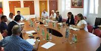 Radni sastanak bračkih čelnika s ministrom uprave Nerežišća slike otok Brač Online