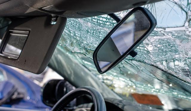 حادثة سير: متهور يسوق سيارته ب 185km/h ويسجل لايف على فيس بوك