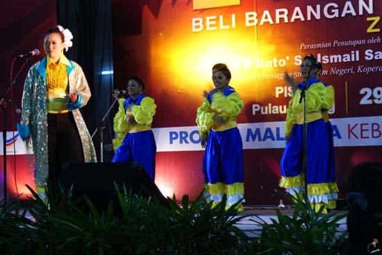 Gadis Boria Cun di Ekspo Beli Barangan Buatan Malaysia