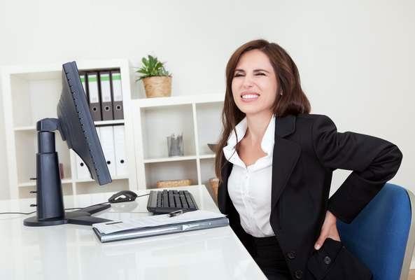 Qual a postura correta diante do computador?