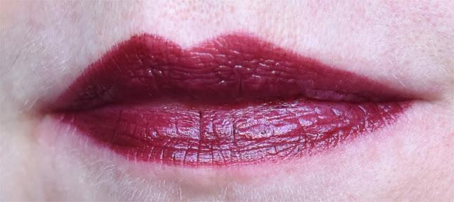 REVLON - Super Lustrous Lipstick - Black Cherry