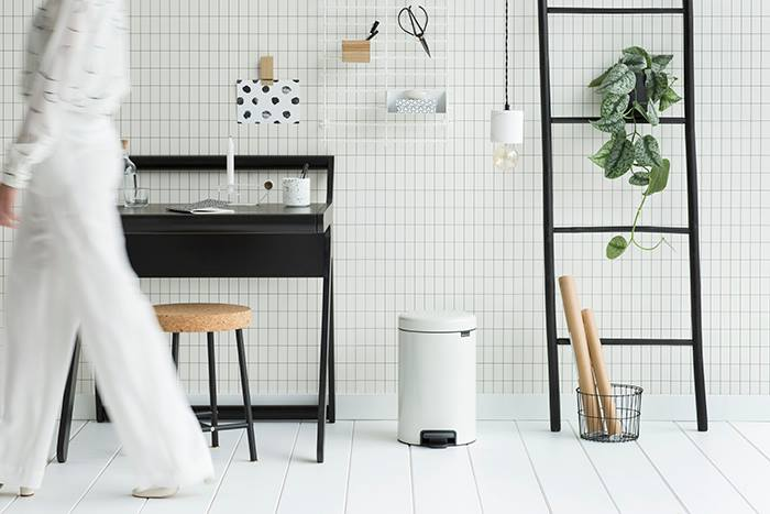 K desk Rafa-kids in black for Brabantia by Studioaandacht