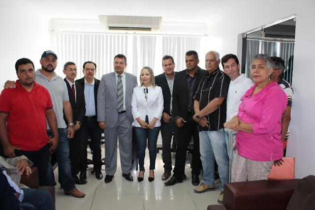 Proprietários de veículos locados à Prefeitura de Delmiro Gouveia reúnem-se com vereadores e solicitam ajuda para resolução de pagamentos atrasados