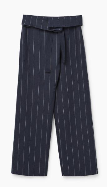 Parte inferior tramada con pantalones bragas abajo