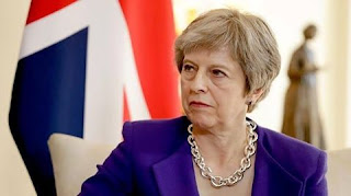 Theresa May wins confidence vote to remain UK Prime Minister .
