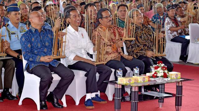 """iral, Presiden Beli Sneakers, netizen Yakin Bakal Muncul di Olshop Merk """"Sneakers Jokowi"""""""