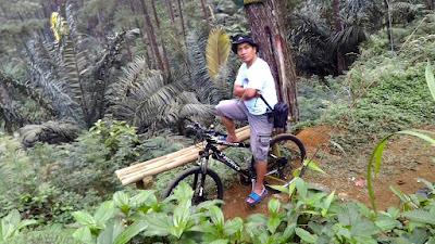 Bersepeda di Taman Wisata Alam Puncak Move On, Darmacaang Cikoneng Ciamis.