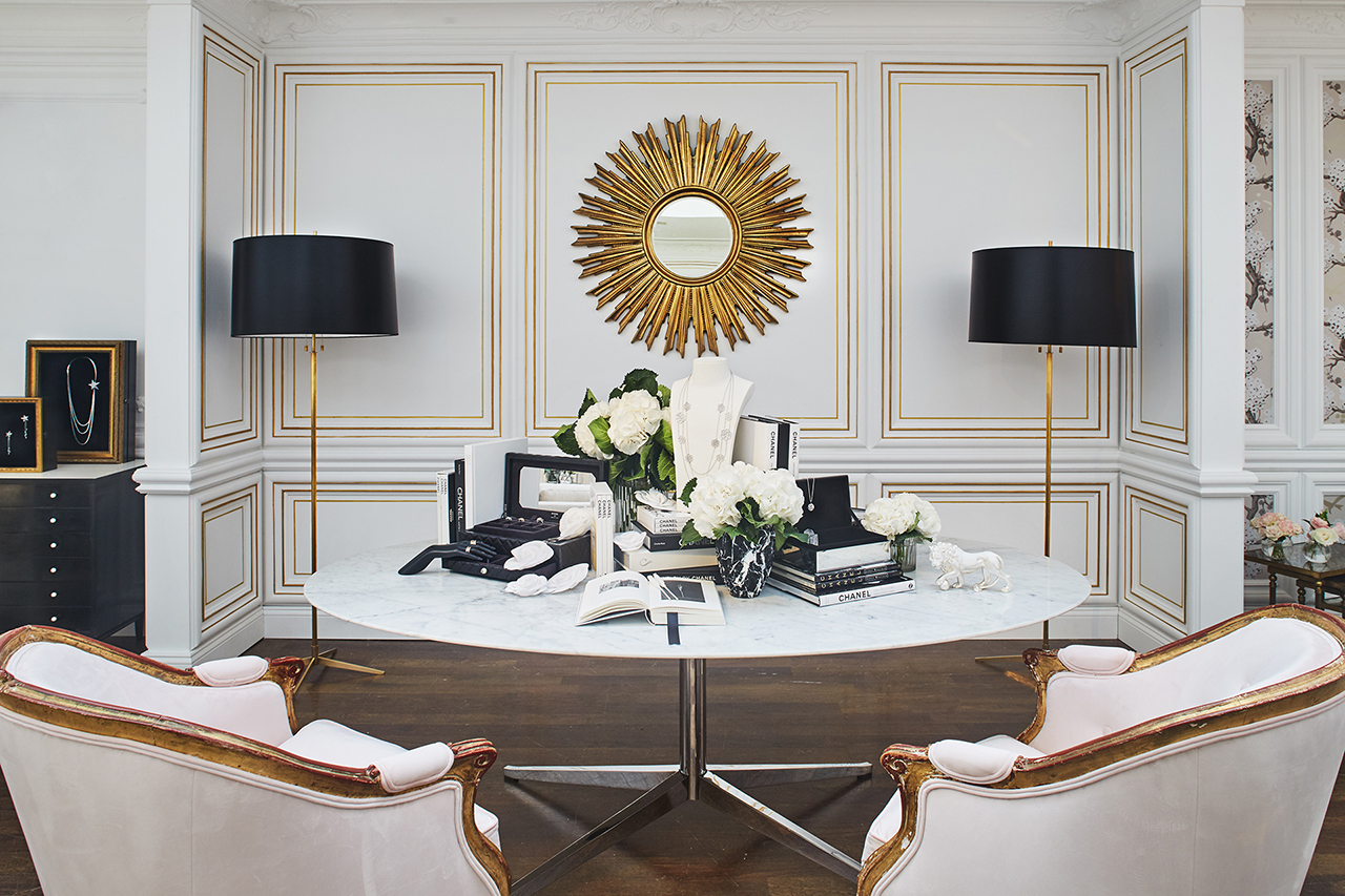 decor places chanel boutique in bergdorf goodman new. Black Bedroom Furniture Sets. Home Design Ideas