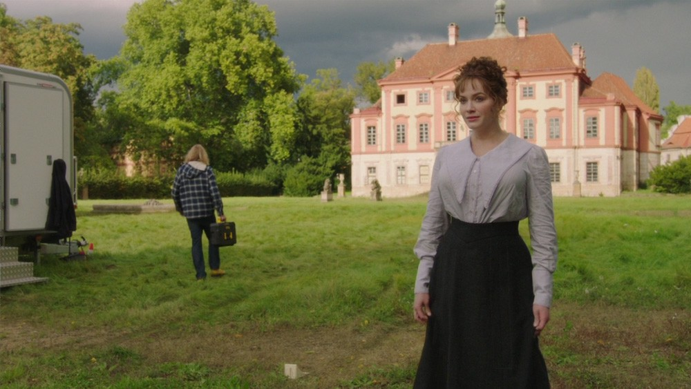 Olivia en el tercer capítulo de 'The Romanoffs'
