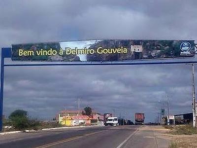 Placa de boas-vindas a Delmiro Gouveia traz erros de português