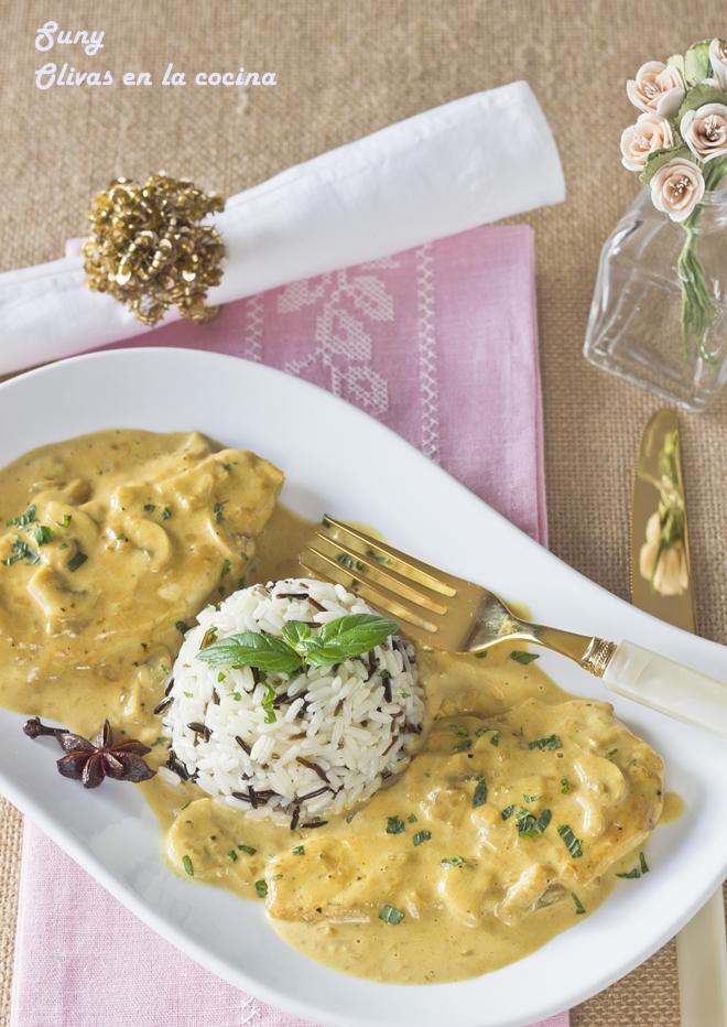 Pechuga de pollo con champiñones y salsa de mostaza y curry