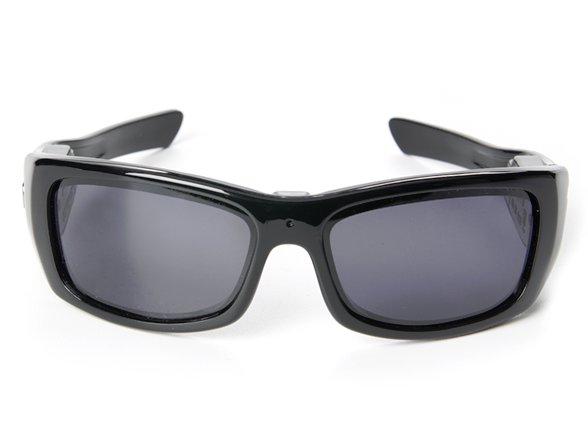 46cee7889 هي نظارات عادية لكنها تتوفر على كاميرة تجسس في الوسط قادرة على تصوير فيديو  HD بدقة 1280 x 720 HD ، وثمنها 51.45 أورو.  -----------------------------------