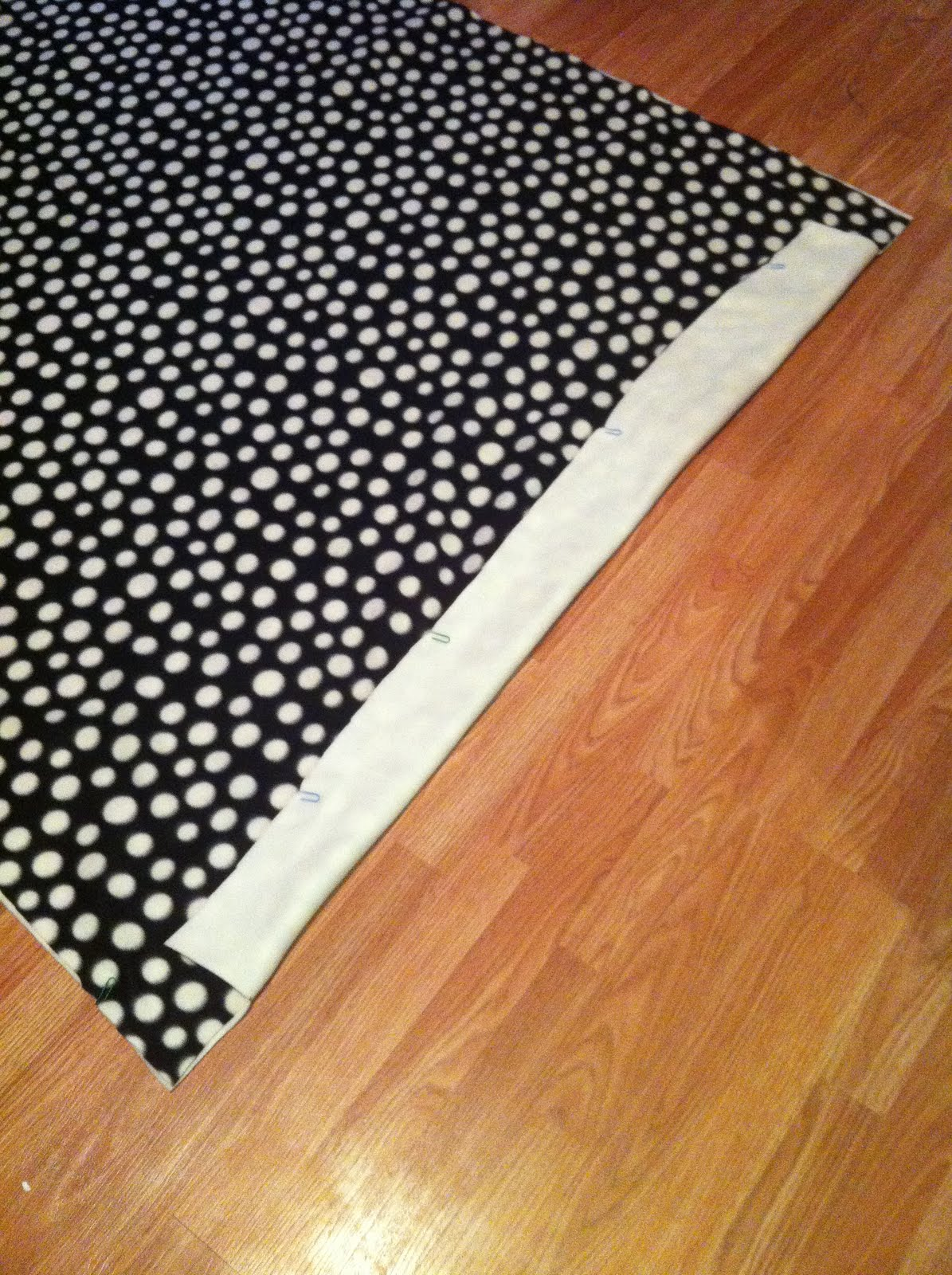 Easy Tie Dye Tips And Step By Step Instructions: Nest And Nibble: Easy No-Sew Fleece Tie Blanket Tutorial