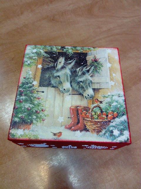 Inspiracje ze świata przyrody – świąteczne pudełko z osiołkami :)