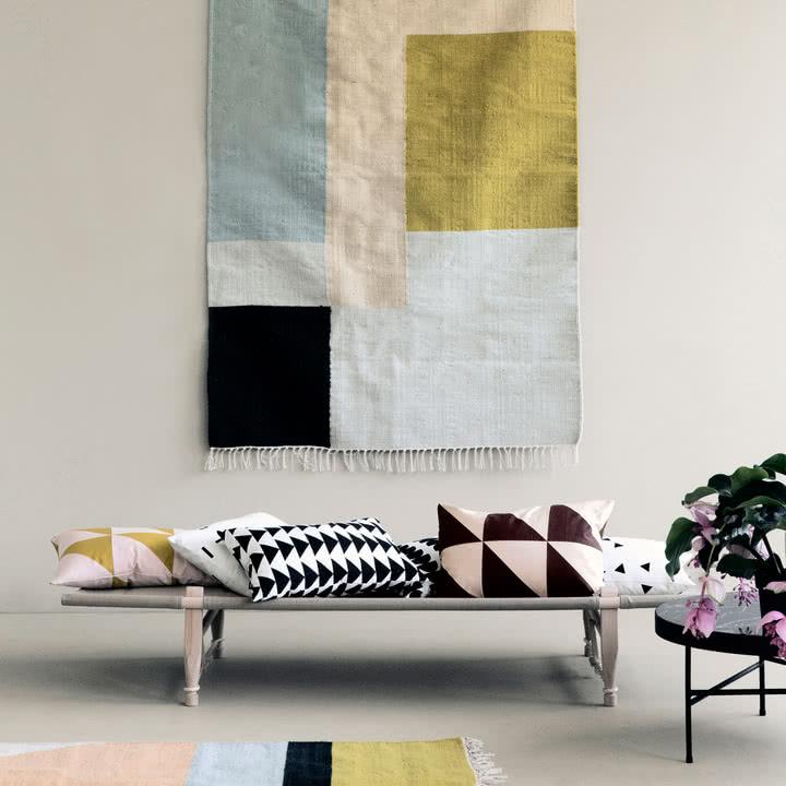 Czy można powiesić dywan na ścianie?