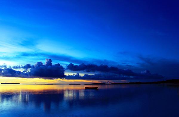 5 Foto Sunset di Pantai Ngurbloat