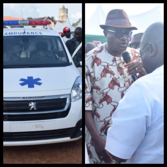 Shocking :Abia North Senator Mao Ohuabunwa Donates Ambulance To Constituents