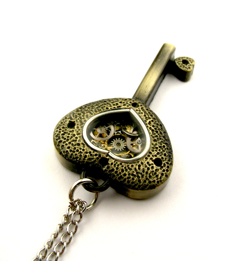 14-Key-Locket-Pendant-Nicholas-Hrabowski-Steampunk-Jewelry-from-Recycled-Watches-and-Bullets-www-designstack-co