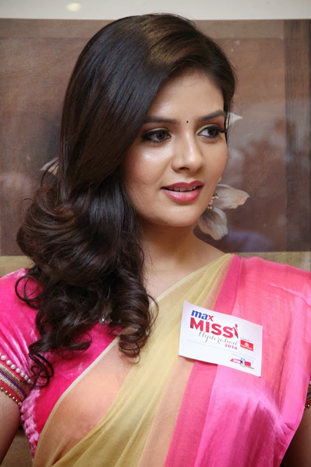 Sri Mukhi Picure Beautiful Position Gallery - Shiner Photos-5679