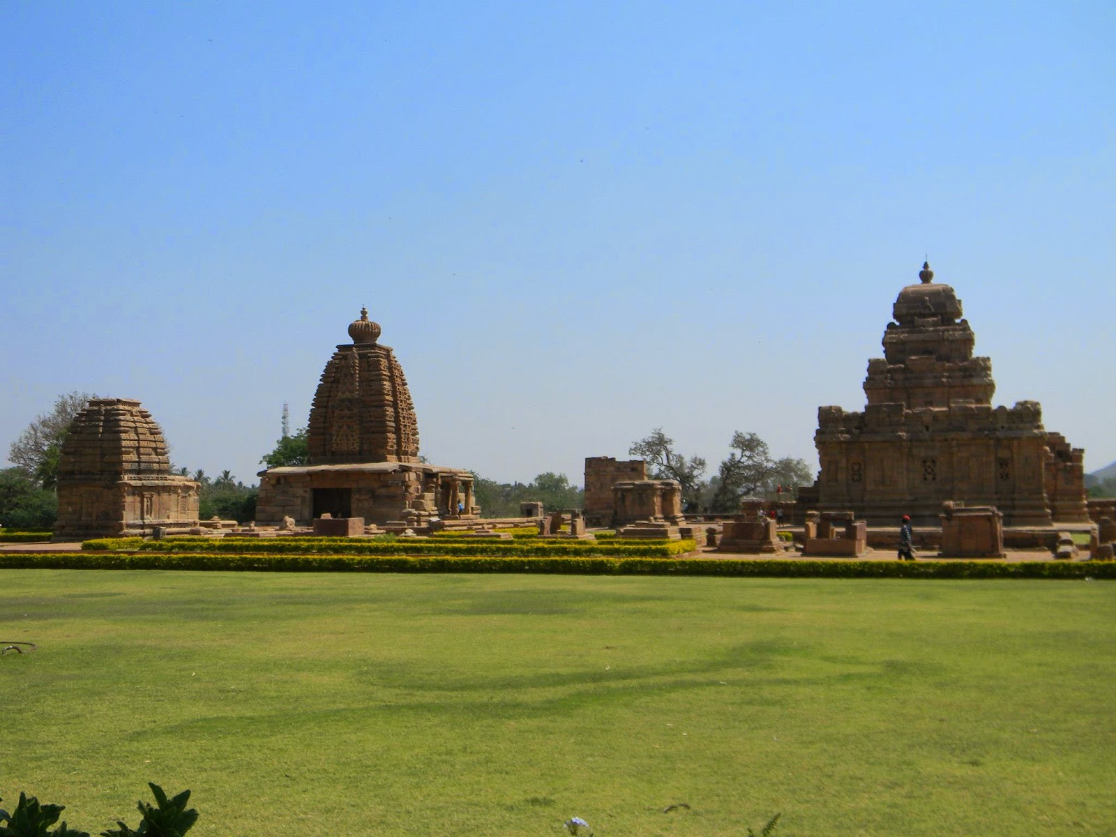 http://www.thewanderingsoul.in/2013/03/pattadakal-city-of-crwon-rubies.html