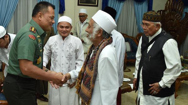 Panglima TNI, Jenderal Gatot Nurmantyo Menyambut Abuya Muhtadi Dimyathi, Ulama Kharismatik Pandeglang
