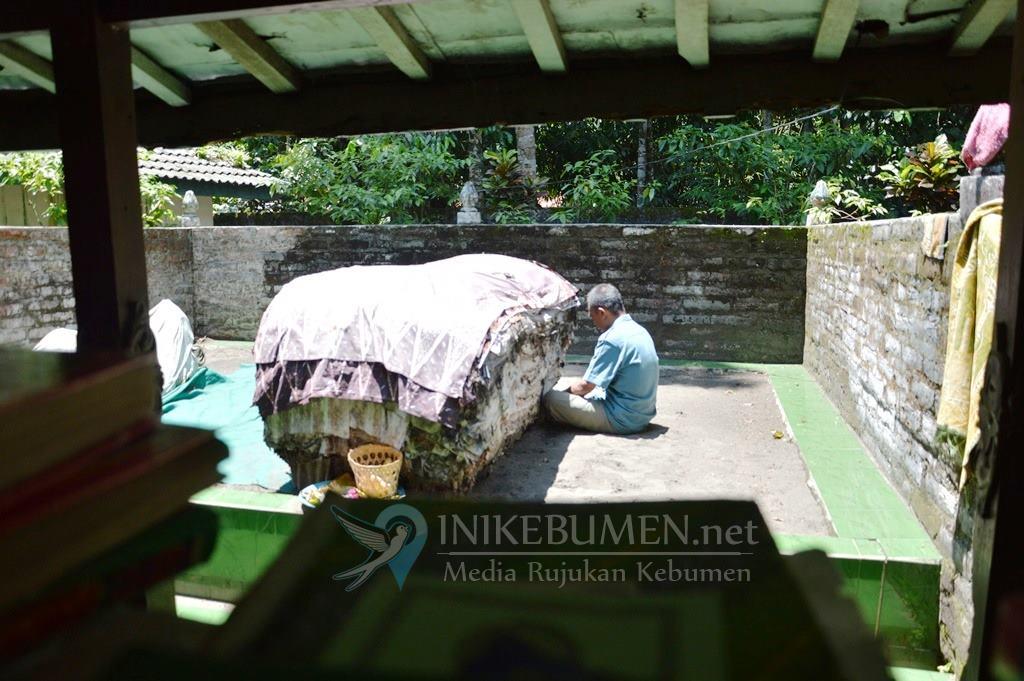 Jelang Pemilu, Makam Mbah Lancing Mirit Ramai Dikunjungi Caleg
