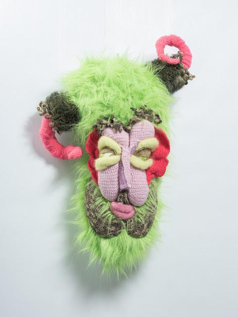 Diable, masque laine, déformation du visage, mascara