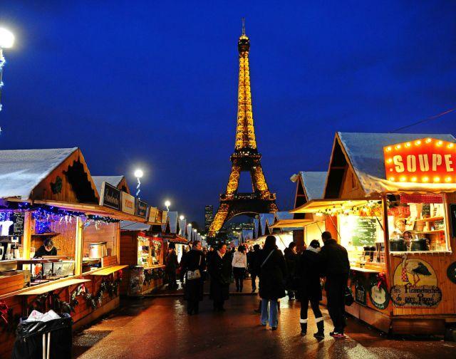mercatini-di-natale-a-parigi-tour-eiffel-poracci-in-viaggio