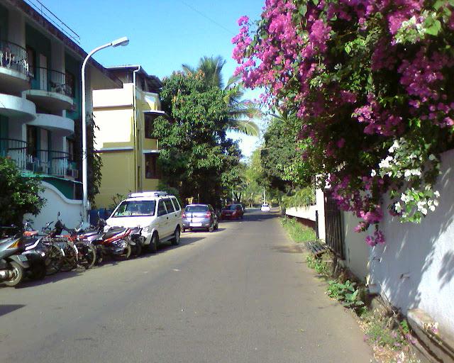 около отеля Мирамар