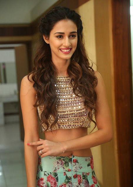 disha patani pretty cute smile pic photos pictures images